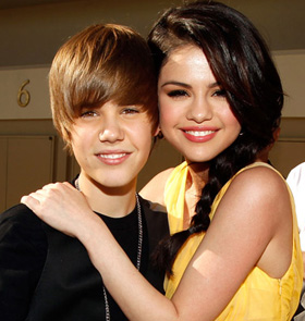 Justin Bieber, Selena Gomez, dating, couple, kissing, pictures, picture, photos, photo, pics, pic, images, image, hot, sexy, latest, new, 2010