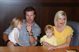 Tori Spelling, Dean McDermott, pictures, picture, photos, photo, images, image, pics, pic, latest, new, 2010