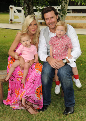 Tori Spelling, Dean McDermott, motorcycle, accident, crash, pictures, picture, photos, photo, pics, pic, images, image, hot, sexy, latest, new, 2010