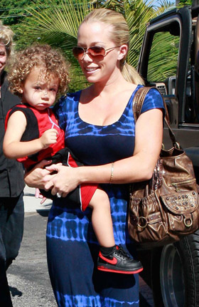 Kendra Wilkinson, pictures, picture, photos, photo, pics, pic, images, image, hot, sexy, latest, new, 2011