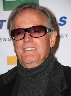 Peter fonda discovers dead body american superstar magazine for How old was henry fonda when he died