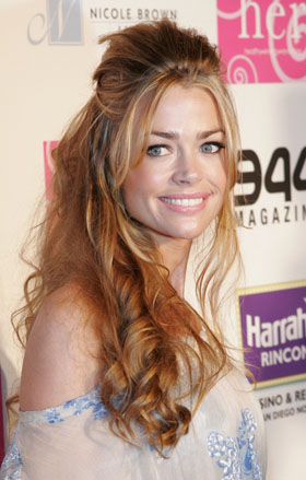 Denise Richards, pictures, picture, photos, photo, pics, pic, images, image, hot, sexy, singing, Take Me Out to the Ballgame, Cubs, game, Denise Richards news
