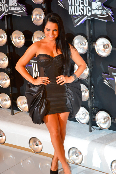 JoJo Pictures: MTV Video Music Awards (VMAs) 2011 Red Carpet Photos, Pics
