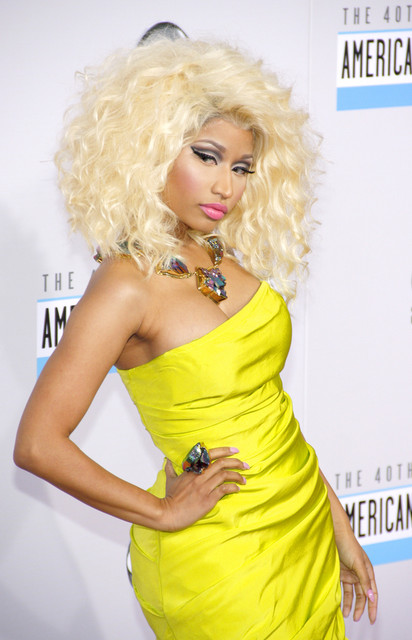 Nicki Minaj Hair Pictures: American Music Awards (AMAs) 2012 Red Carpet Photos, Pics