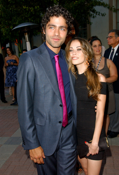alexis dziena adrian grenier dating The sixth series of the hbo series entourage (adrian grenier) alexis dziena as ashley.