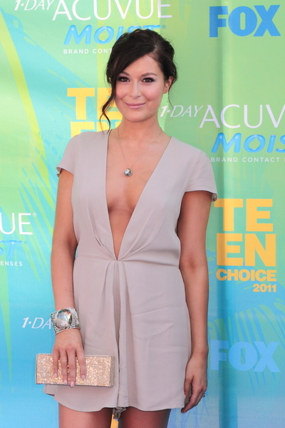 Alexa Vega Hot Style Pictures: Teen Choice Awards 2011 Red (Blue) Carpet Photos, Pics