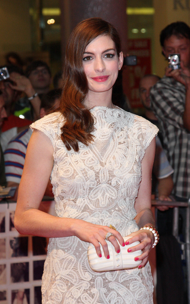 Anne Hathaway Hot Style Pictures: One Day European Movie Premiere Photos, Pics