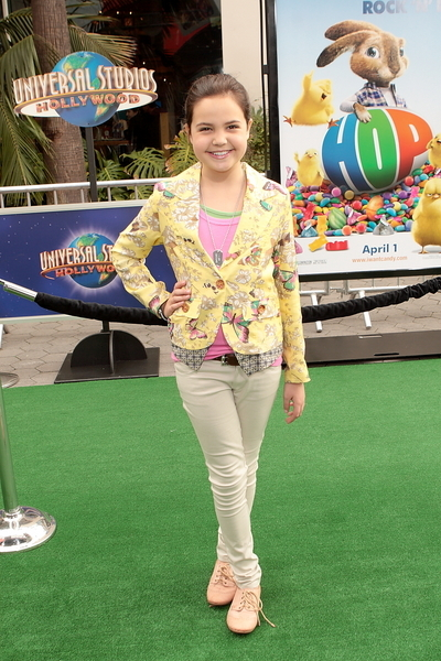 Bailee Madison Pictures: Hop Movie Premiere Photos, Pics