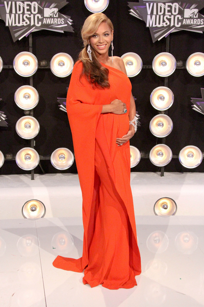 Beyonce Knowles Pregnant Pictures: MTV Video Music Awards (VMAs) 2011 Red Carpet Photos, Pics