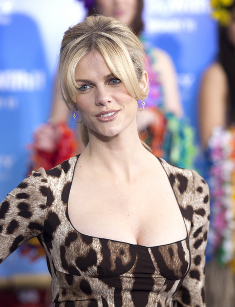 Brooklyn Decker Hair Pictures: Just Go With It Movie Premiere Photos and Pics