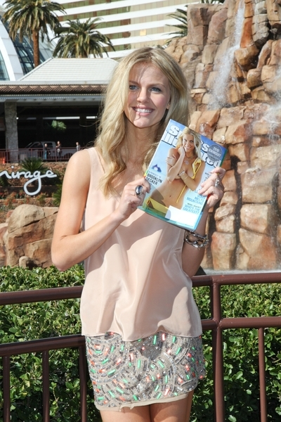 Brooklyn Decker Pictures: SI Swimsuit 24/7: Meet & Greet with Las Vegas Mayor Oscar B. Goodman Photos