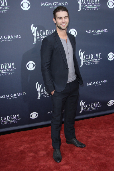 Chace Crawford Style Pictures: Academy of Country Music (ACM) Awards 2011 Red Carpet Photos, Pics