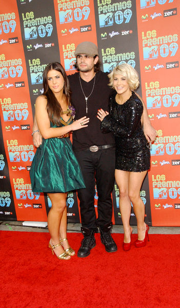 Dakota Pike, A.J. and Shayne Lamas Pictures: Los Premios MTV 2009 Latin Music Awards Red Carpet Photos