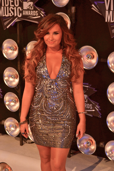 Demi Lovato Pictures: MTV Video Music Awards (VMAs) 2011 Red Carpet Photos, Pics