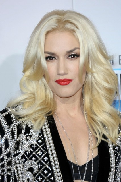 Gwen Stefani Hair Pictures: American Music Awards (AMAs) 2012 Red Carpet Photos, Pics