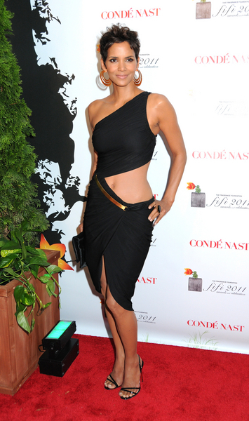 Halle Berry Hot Style Pictures: FiFi Awards 2011 Red Carpet Photos, Pics