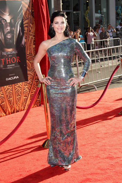 Jaimie Alexander Hot Style Pictures: Thor Movie Premiere Red Carpet Photos, Pics