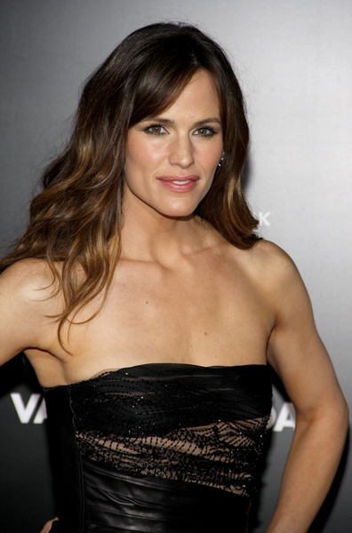 Jennifer Garner Hairstyles Pictures: Valentine's Day Premiere Red Carpet Photos