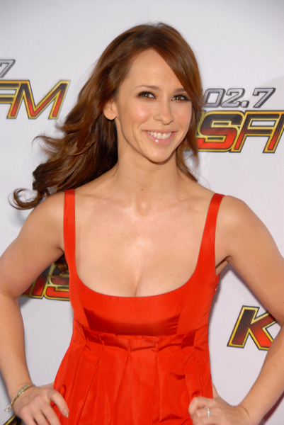 Jennifer Love Hewitt Pictures: KISS FM Jingle Ball Concert 2011 Photos, Pics