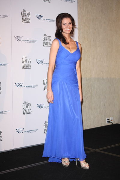 Jennifer Taylor Hot Style Photos: Genesis Awards 2010 Red Carpet Pictures