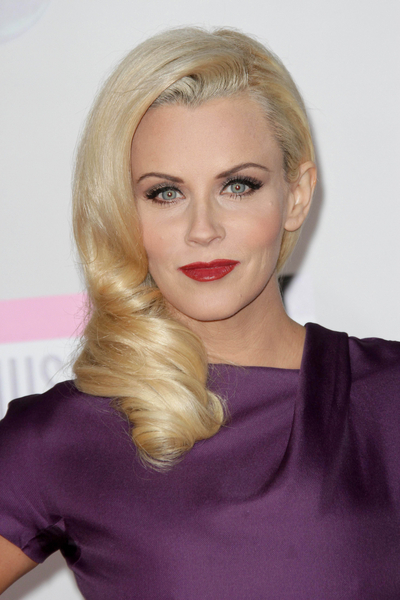 Jenny McCarthy Hair Pictures: American Music Awards 2011 Red Carpet Photos, Pics