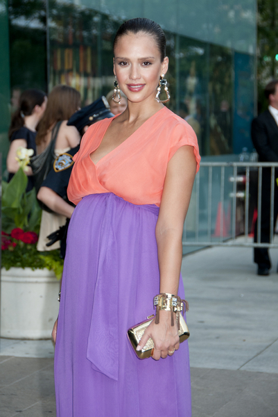 Jessica Alba Pregnant Pictures: CFDA Fashion Awards 2011 Photos, Pics