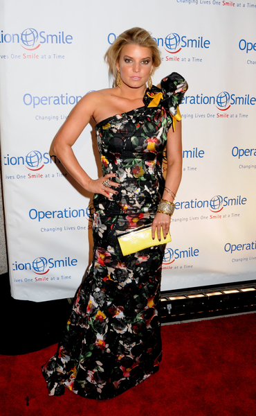 Jessica Simpson Hot Style Pictures: Operation Smile Gala 2010 Red Carpet Photos and Pics