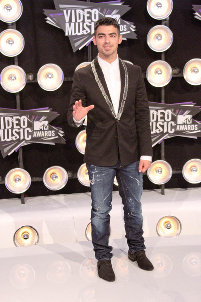 Joe Jonas Pictures: MTV Video Music Awards (VMAs) 2011 Red Carpet Photos, Pics