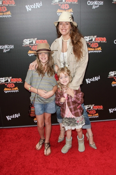 Joely Fisher, Daughters Skylar, True Pictures: Spy Kids: All the Time in the World Movie Premiere Photos, Pics