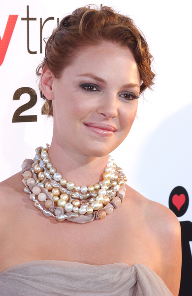 Katherine Heigl arrives on the red carpet at the Los Angeles premiere ...