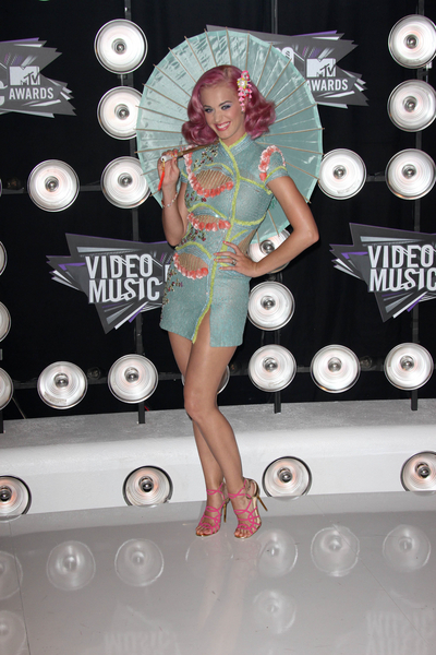 Katy Perry Pictures: MTV Video Music Awards (VMAs) 2011 Red Carpet Photos, Pics