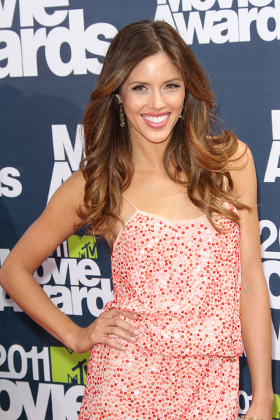 Kayla Ewell Pictures: MTV Movie Awards Red Carpet 2011 Photos, Pics