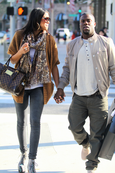 <p><strong>Kevin Hart Pictures:</strong> Kevin Hart and his girlfriend sighting as they shop on Rodeo Drive on December 21, 2011 in Beverly Hills, California.</p>