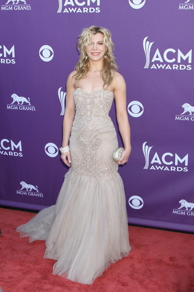 Kimberly Perry Hot Style Pictures: Academy of Country Music (ACM) Awards 2012 Photos, Pics