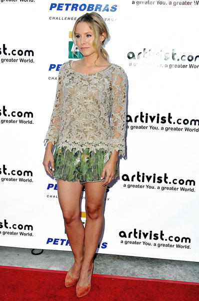 Kristen Bell Hot Style Pictures: Artivist Awards Show 2011 Photos, Pics