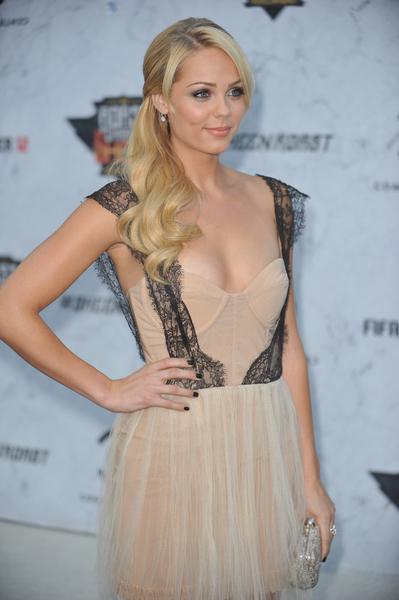 Laura Vandervoort Pictures: Comedy Central Roast of Charlie Sheen Photos, Pics