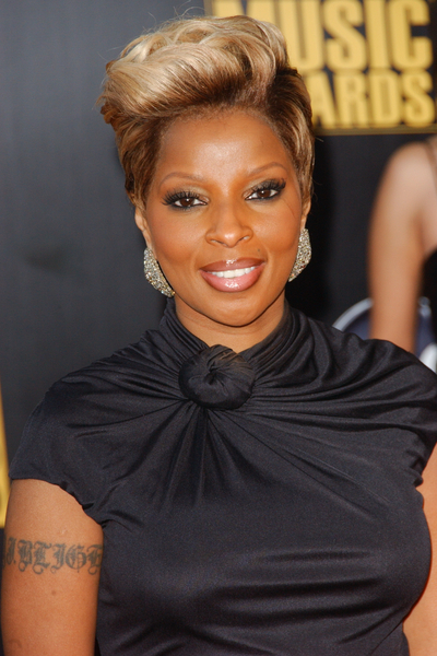 Mary J Blige Hairstyles Pictures American Music Awards 2009 Red