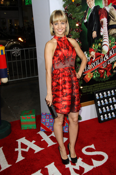 Mena Suvari Pictures: A Very Harold and Kumar 3D Christmas Movie Premiere Photos, Pics