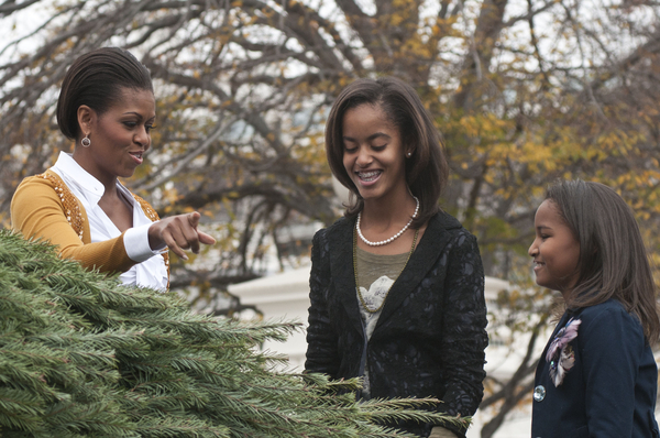 Michelle Obama with Daughters Malia and Sasha Pictures: White House Christmas Tree 2010 Photos and Pics