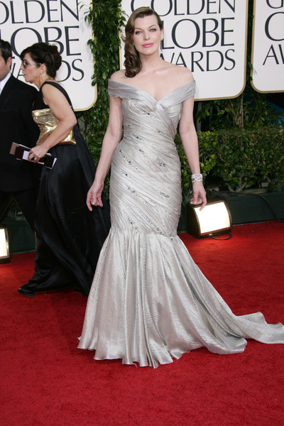 Milla Jovovich Hot Style Pictures: Golden Globes Awards 2011 Red Carpet Photos and Pics
