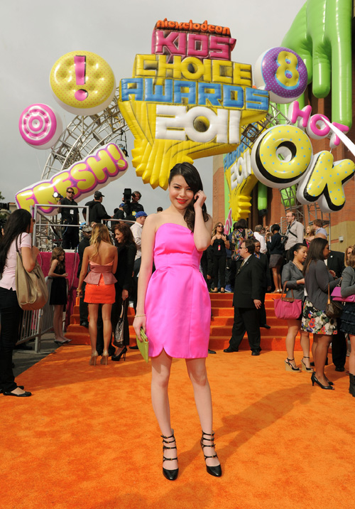 Miranda Cosgrove Pictures Miranda Cosgrove Arrives On The Orange Carpet At Nickelodeons 2011 Kids Choice Awards Held At The Usc Galen Center On April 2