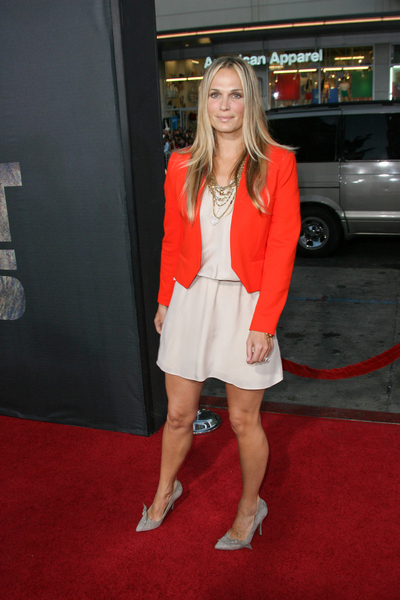 Molly Sims Hot Style Pictures: Rise of the Planet of the Apes Movie Premiere Photos, Pics
