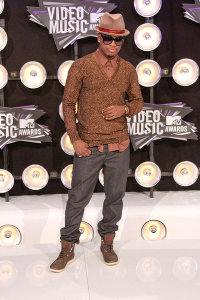 Ne-Yo Pictures: MTV Video Music Awards (VMAs) 2011 Red Carpet Photos, Pics
