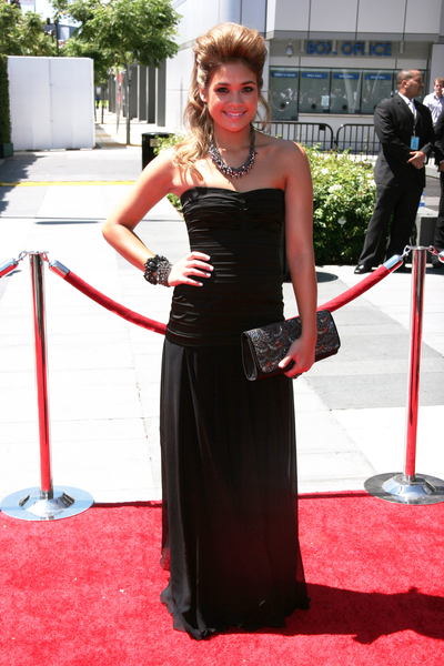 Nicole Anderson Hot Style Pictures: Creative Arts Emmy Awards 2010 Red Carpet Photos and Pics
