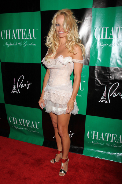 Pamela Anderson Hot Style Pictures: Chateau Nightclub &amp; Gardens Paris Las Vegas Photos, Pics