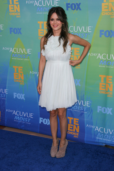 Rachel Bilson Hot Style Pictures: Teen Choice Awards 2011 Red (Blue) Carpet Photos, Pics