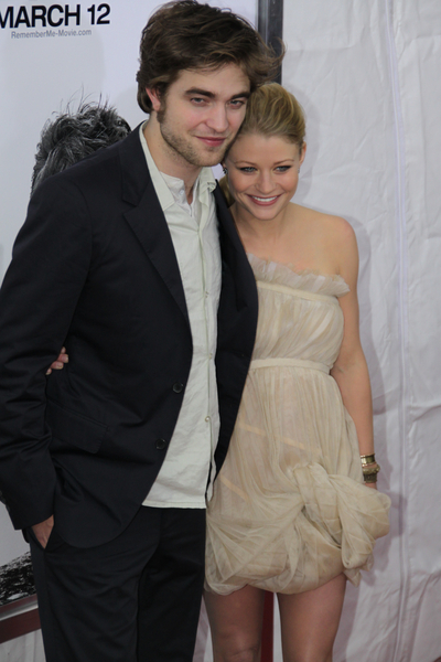 http://www.americansuperstarmag.com/sites/default/files/images/robert-pattinson-emile-de-ravin-030110.jpg