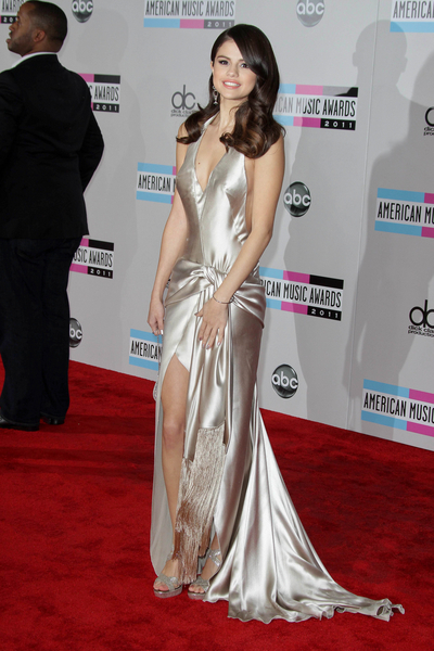 Selena Gomez Hot Style Pictures: American Music Awards 2011 Red Carpet Fashion Photos, Pics
