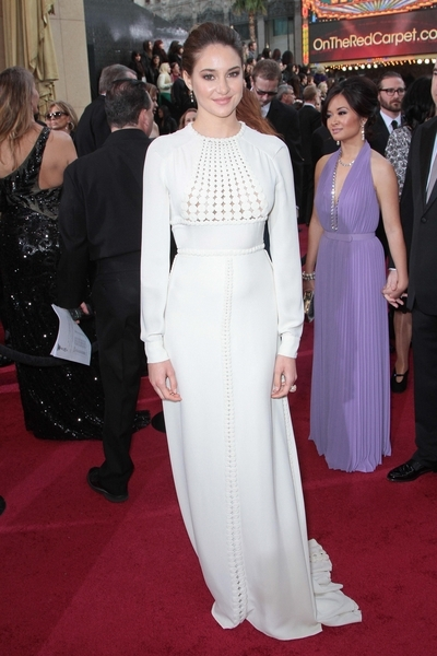 Shailene Woodley Pictures: Academy Awards (Oscars) 2012 Red Carpet Photos, Pics