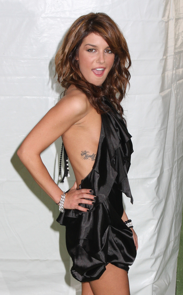Shenae Grimes Hot Pictures, Photos, Images & Pics